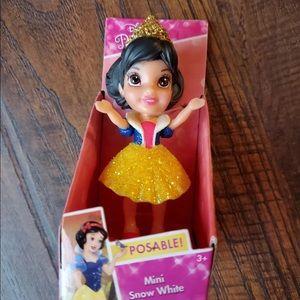 Disney Princess Sparkle Mini Snow White Poseable